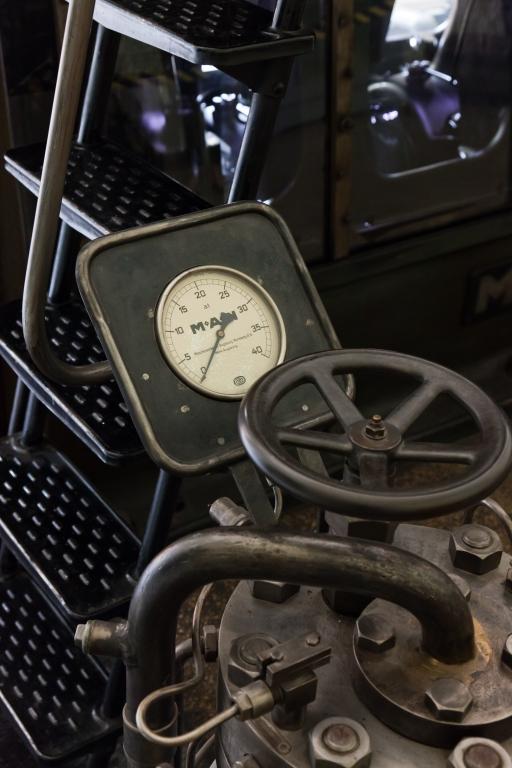 Historisches Wasserwerk Augsburg Dieselmotor Armatur