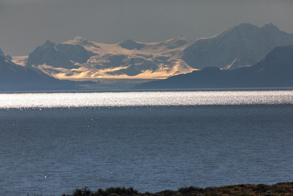 Lago Argentino mit Andenkette