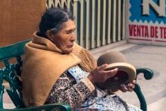 alte Bolivianerin mit Hut