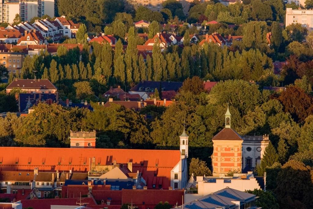 Rotestor mit heilig Geist Spital und Wassertürmen